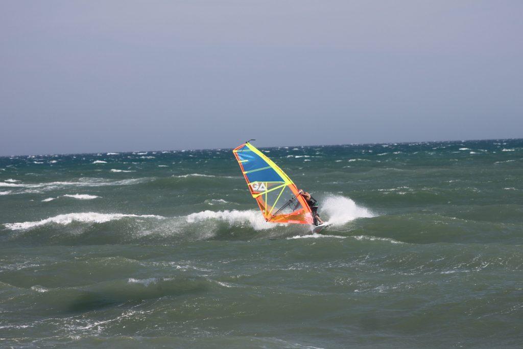 Windsurf Test 2017 Tabou Pocket 77 IQ 4.5 Dionis Pahin en Surf Frontside | Windsurf Test | Le Blog Surfone