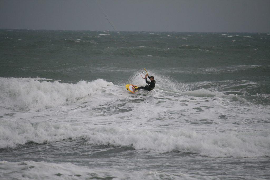 Stephane au Surf en kitesurf | Session Marin Port Leucate | Le Blog Surfone
