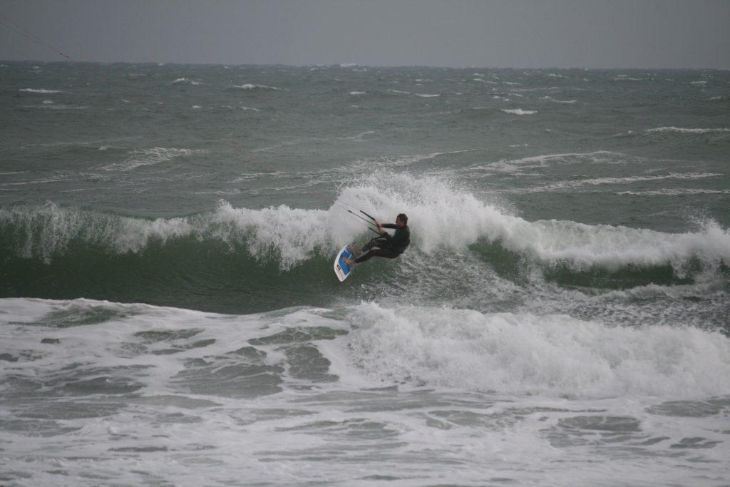 Jeremy au Surf en kitesurf | Session Marin Port Leucate | Le Blog Surfone